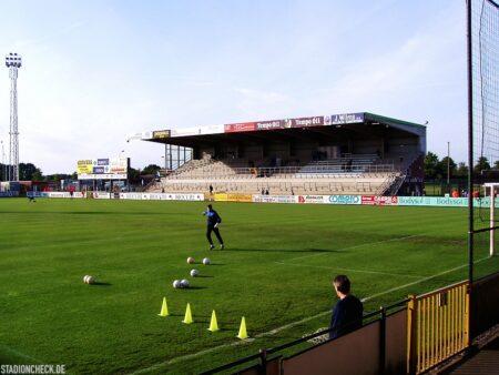 Stadion-De-Leunen_Geel_01