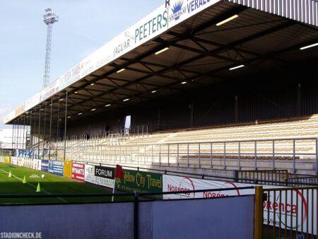 Stadion-De-Leunen_Geel_02