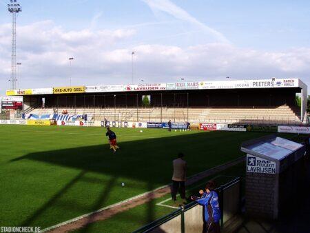 Stadion-De-Leunen_Geel_04