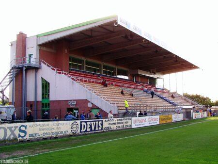 Stadion-De-Leunen_Geel_06